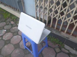 toshiba l850 trắng (2)