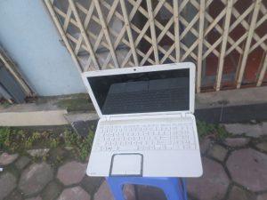 toshiba l850 trắng (4)